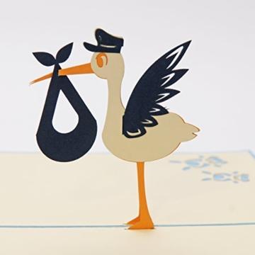 Favour Pop Up Glückwunschkarte zur Geburt - Klapperstorch. Stilvolles Design, aufwändige Handarbeit und ausgefeilte Lasertechnik schaffen auf kleinstem Raum ein filigranes Kunstwerk.. TN025 -