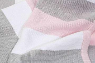 Babydecke aus 100% Bio Baumwolle in rosa für Mädchen von MINKY MOOH® - Die Strickdecke ist ideal als Schmusedecke oder Kuscheldecke - das #1 Neugeborenen Geschenk zur Geburt - 4