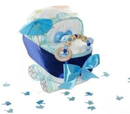 dubistda© Windeltorte Windelkinderwagen für Junge blau/Greifling mit Name / 21-teilig - 1