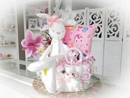 Windeltorte XXL - Hase + Schnullerkette & Greifling mit Namen - Geschenk, Babyparty, Geburt oder Taufe + auf Wunsch, gratis Grußkärtchen (rosa, Hase + Kissen mit Namen) - 1