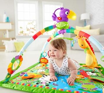 Fisher-Price GXC35 - Rainforest Erlebnisdecke, Krabbeldecke mit Musik und Lichtern, Spieldecke für Babys mit weichem Spielbogen, ab 0 Monaten, mit Tukan, Abweichungen in Verpackung vorbehalten - 2